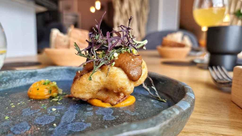 Coliflor en tempura con mole del restaurante Éter