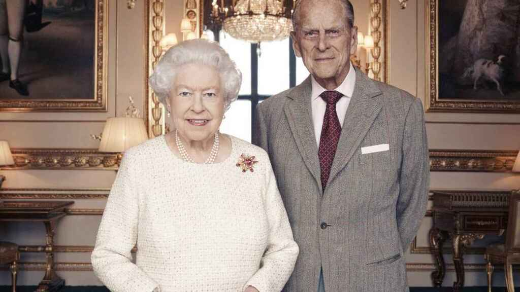 Felipe de Edimburgo junto a su esposa, la reina Isabel II de Inglaterra.