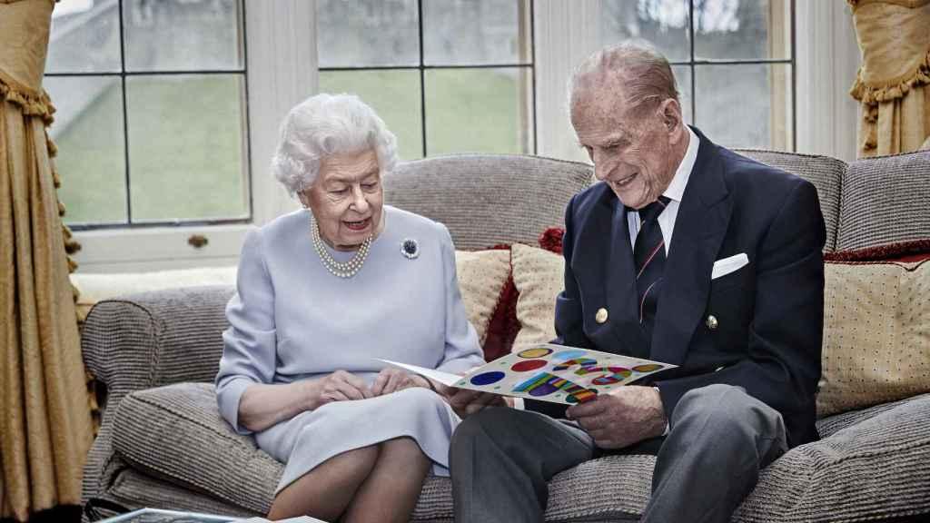 La última imagen oficial del matrimonio real fechada en noviembre de 2020,