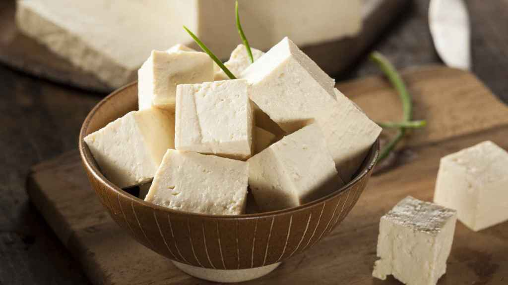 Un cuenco hasta arriba de tofu.