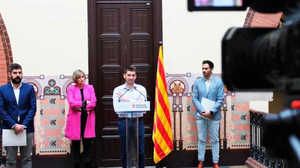 Oriol Mitjà (c), con la consejera catalana de Salud, Alba Vergés (2i), y Robert Fabregat (d) el 16 de marzo / FLS