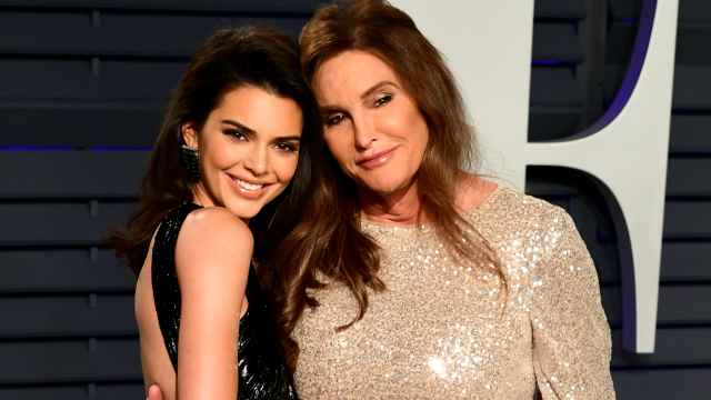 Caitlyn Jenner junto a su hija Kendall.