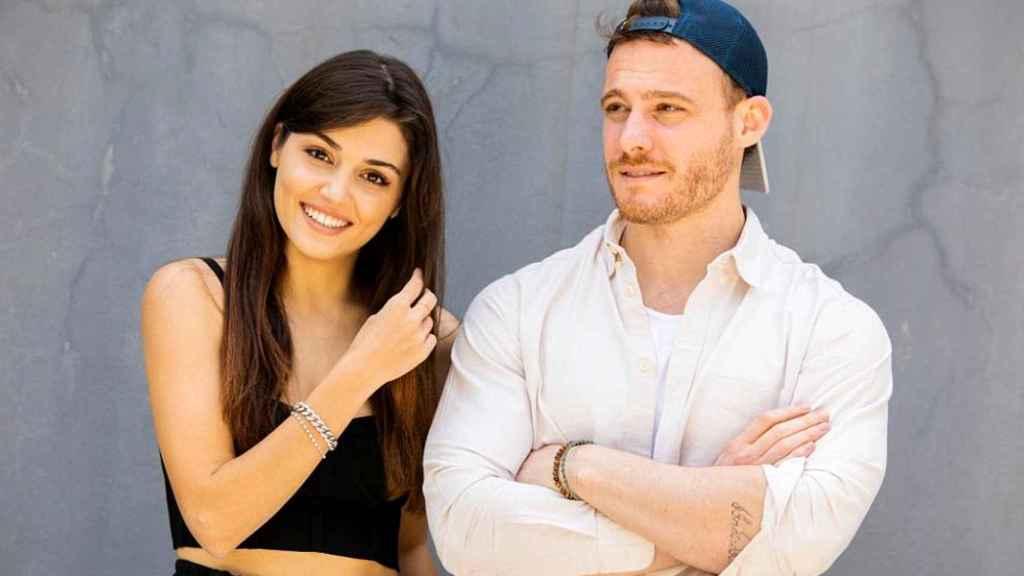 Kerem Bürsin y Hande Erçel, en una imagen promocional.