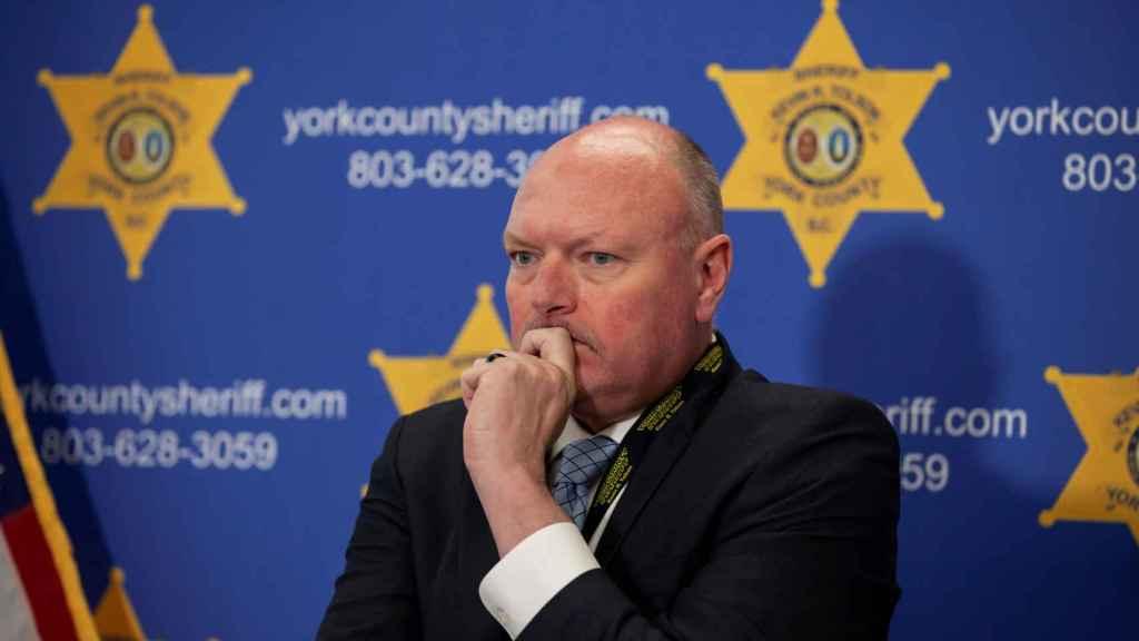 El sheriff del condado de York informando del caso de Phillip Adams