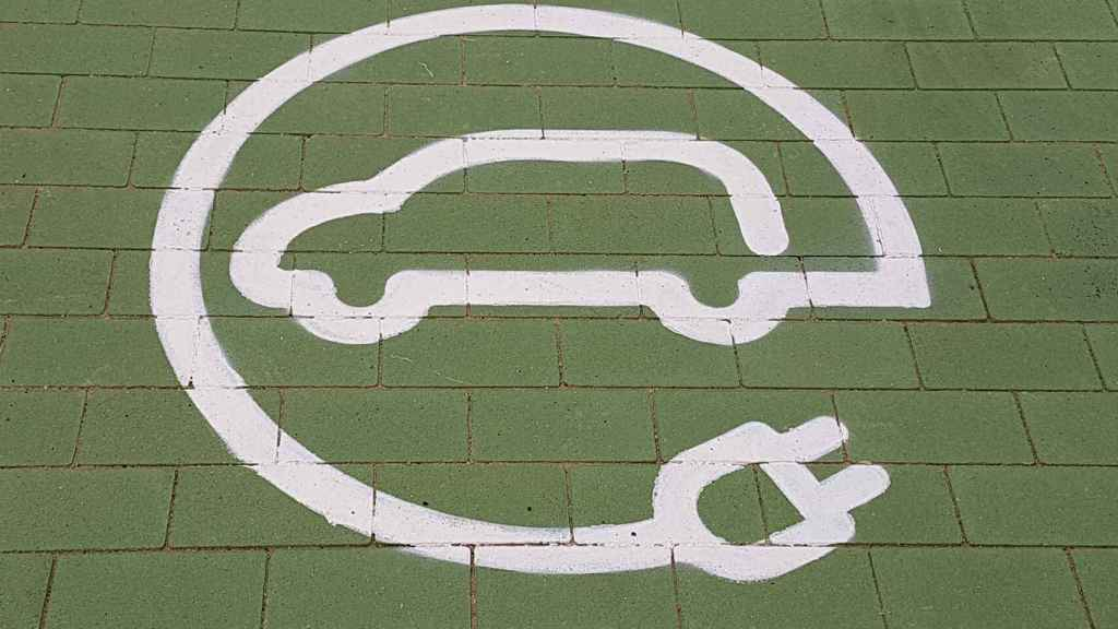 Imagen de un punto de recarga de un coche eléctrico.