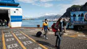 Turistas llegando a Capri en plena pandemia.