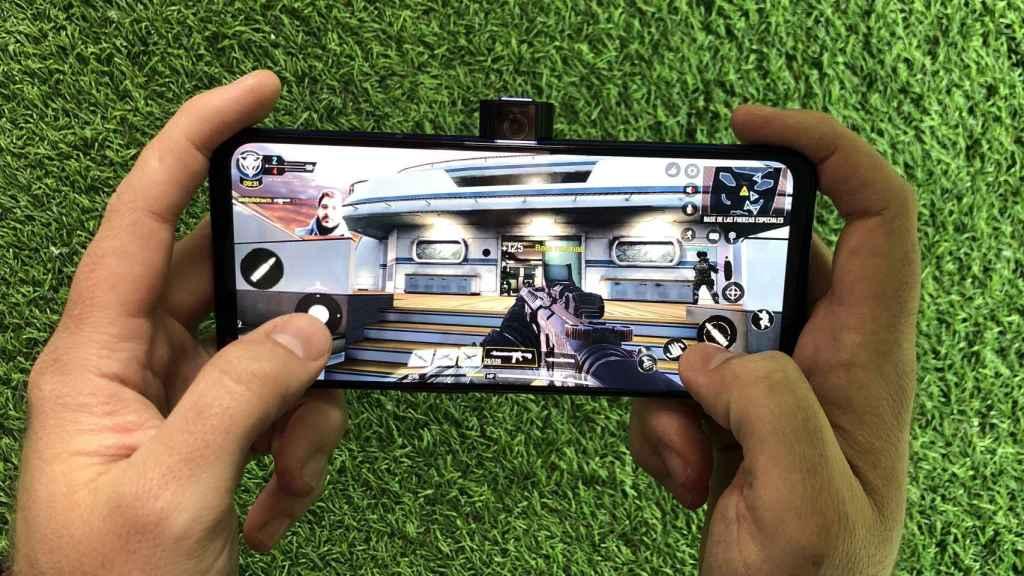 Jugando con y retransmitiendo con el Lenovo Legion Phone Duel 2.