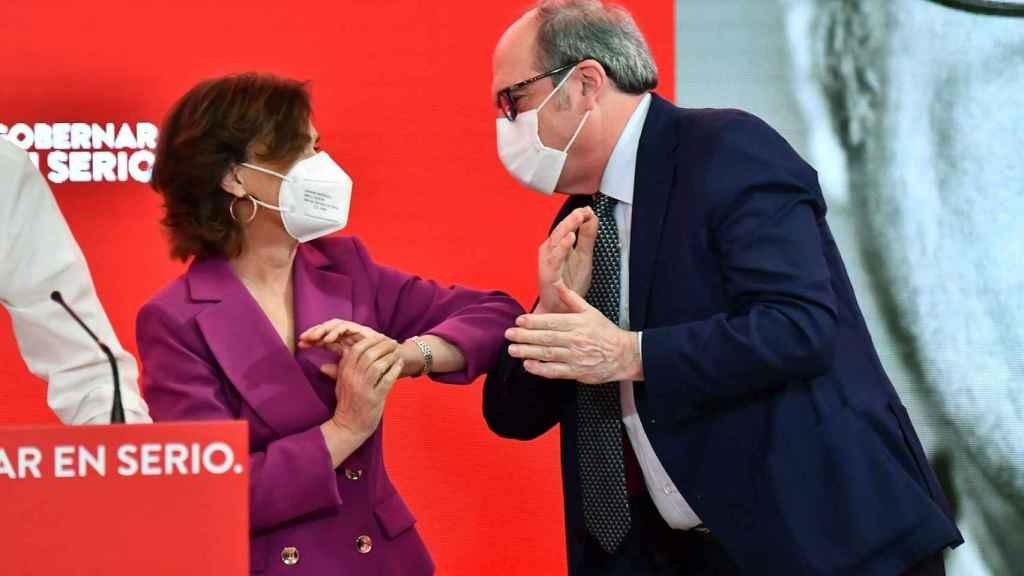 El candidato del PSOE a la Comunidad de Madrid, Ángel Gabilondo, junto a la vicepresidenta primera del Gobierno, Carmen Calvo.