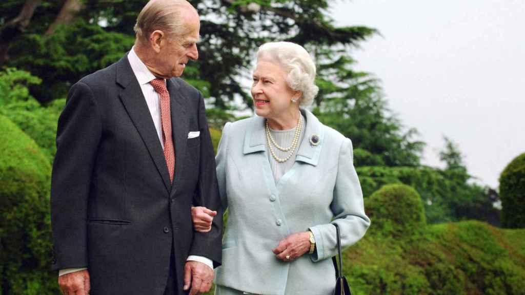 El duque de Edimburgo junto a su esposa en una imagen de 2007.