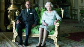 La reina Isabel II y su marido en uno de los múltiples posados protagonizados durante sus más de 70 años de matrimonio.