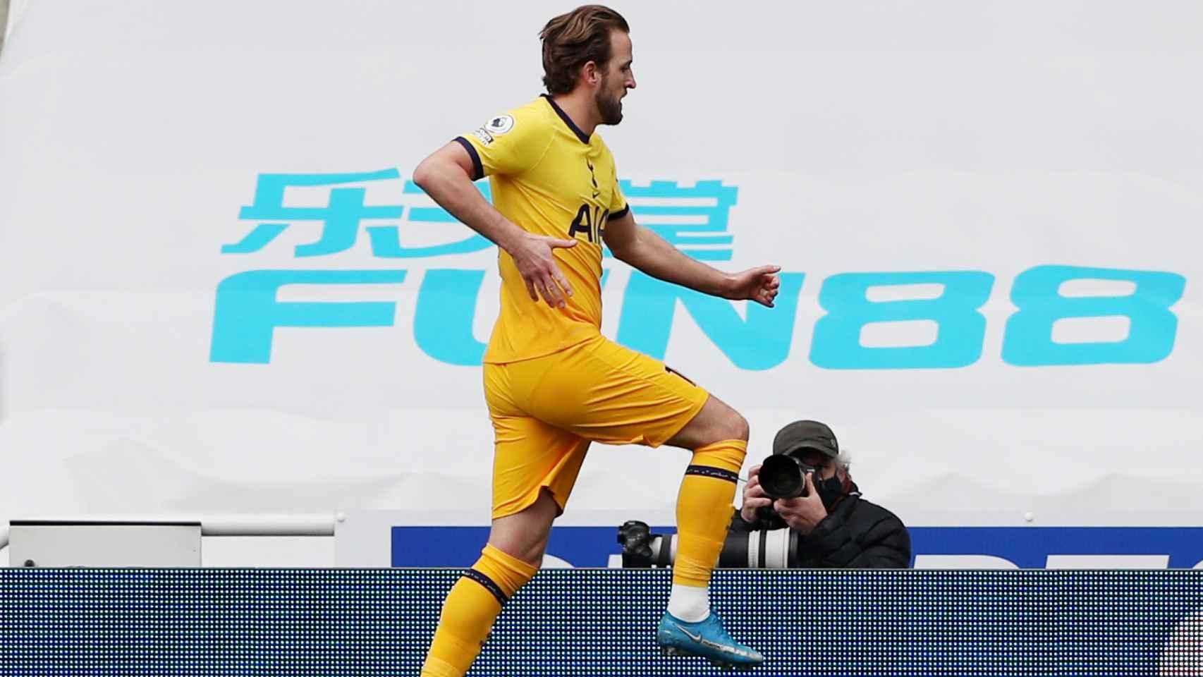 Harry Kane celebra un gol con el Tottenham en la temporada 2020/2021