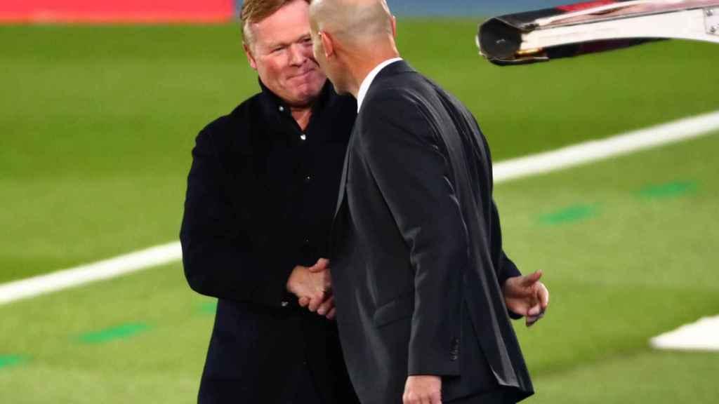 Zidane y Koeman se saludan antes de El Clásico
