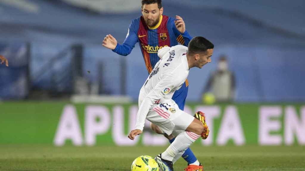 Lucas Vázquez corta el paso de Leo Messi