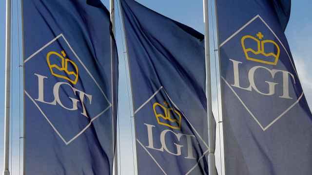 Banderolas de LGT Bank.
