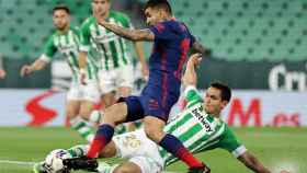 Correa (Atlético) en el área del Betis