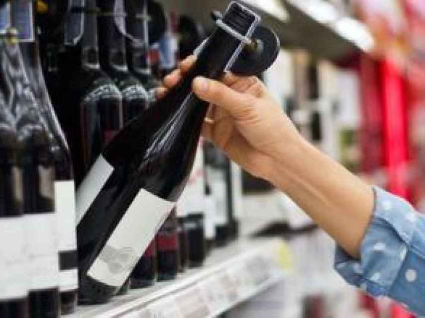 La riqueza y variedad de vinos españoles está representada en el súper.