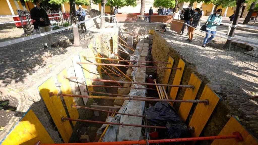 El Patio de los Naranjos, en plena excavación.