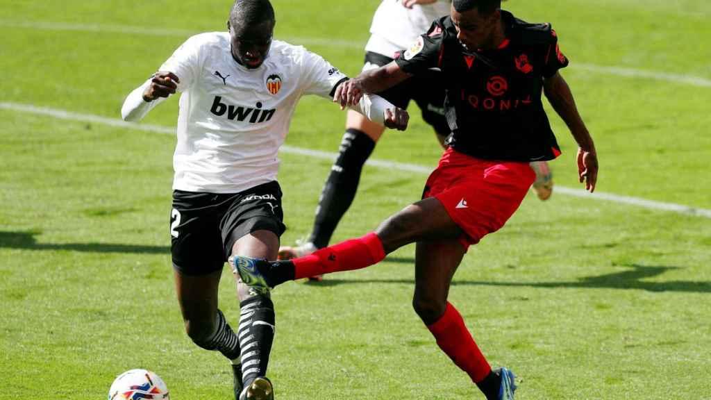 Isak remata y marca al Valencia a pesar de la oposición de Diakhaby
