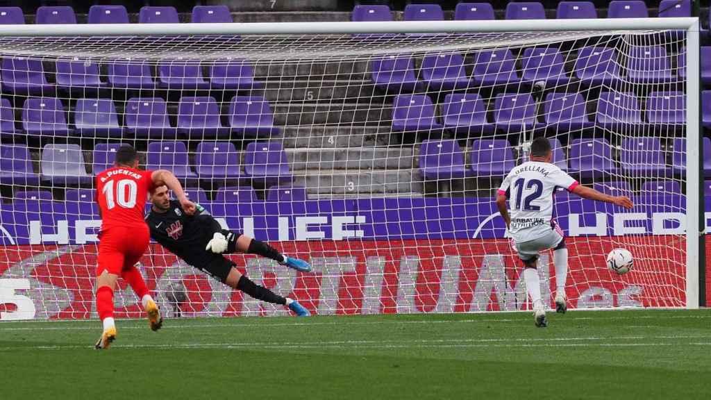 Orellana marca de penalti ante el Granada