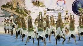 Gimnastas griegas ejecutando un ejercicio