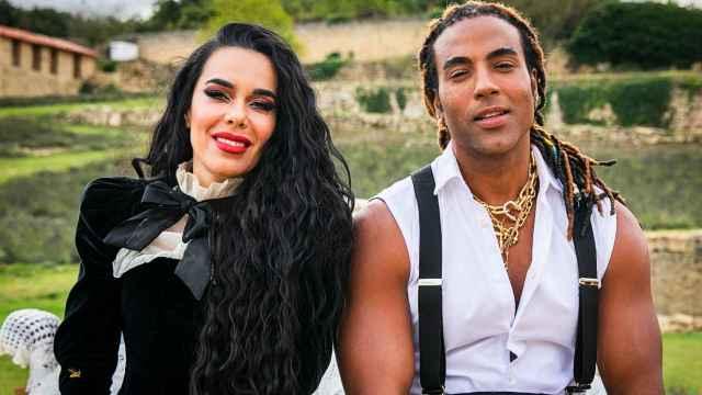 Beatriz Luengo y Yotuel Romero, durante el rodaje de su último videoclip.
