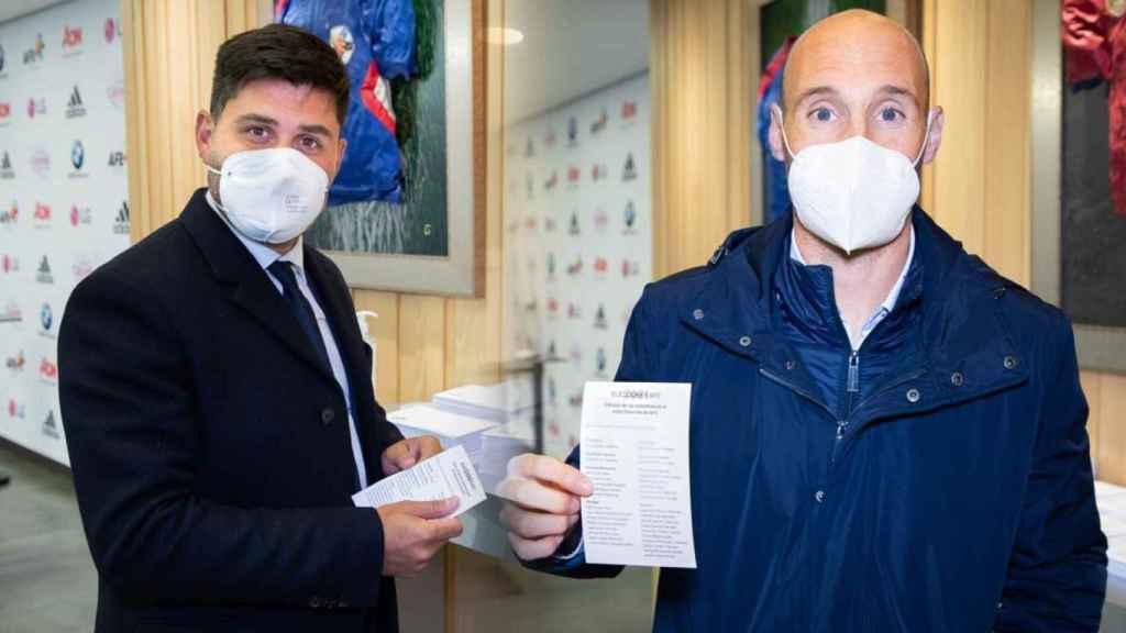 David Aganzo y Gaizka Toquero votando en las elecciones a AFE, en un fotomontaje