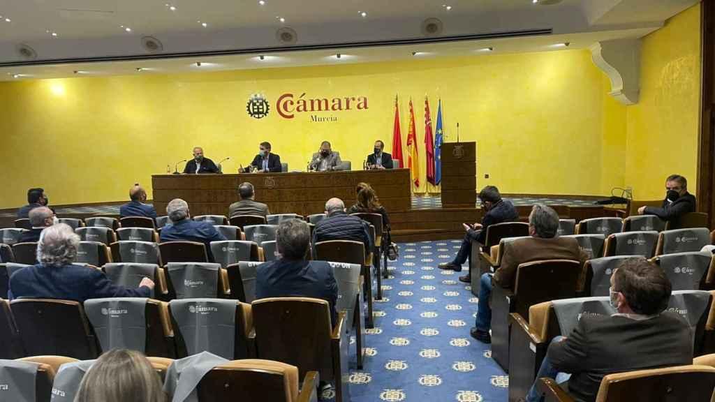 Reunión del Círculo del Agua que se ha celebrado en la Cámara de Comercio de Murcia.
