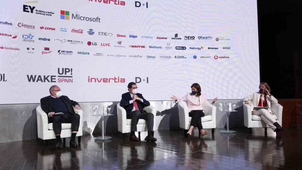 El presidente de la CEOE, Antonio Garamendi, junto con el presidente de la Cámara de Comercio de España, José Luis Bonet, (izquierda) y la presidenta de Microsoft, Pilar López, y la presidenta de la Fundación Cotec, Cristina Garmendia.