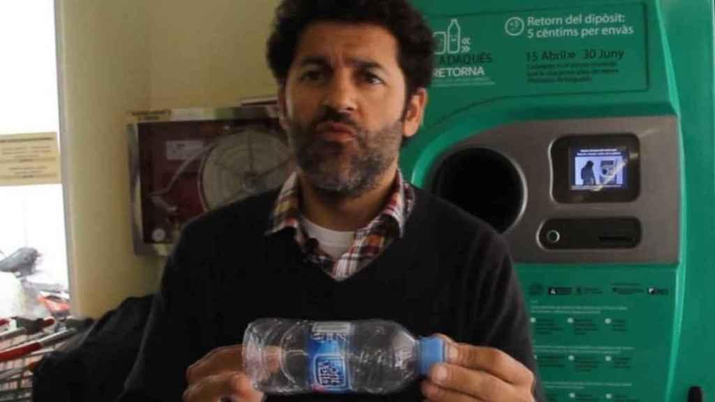 Miquel Roset, director de la asociación ecologista Retorna, durante la prueba piloto del SDDR.