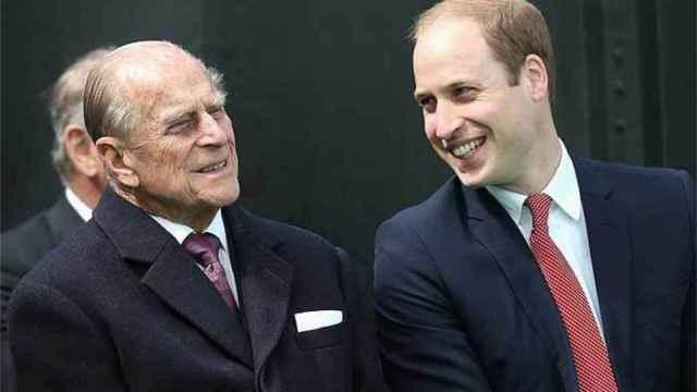 El duque de Edimburgo junto a su nieto, Guillermo de Inglaterra.
