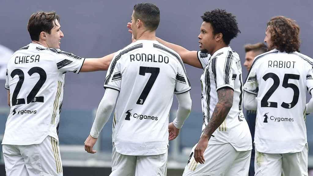Cristiano Ronaldo junto a varios compañeros de la Juventus