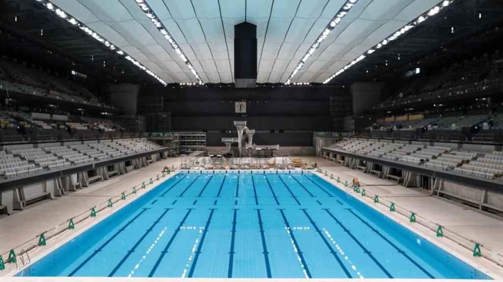 Una vista interior del Centro Acuático de Tokio, sede de los eventos de natación de los Juegos Olímpicos y Paralímpicos de Tokio 2020