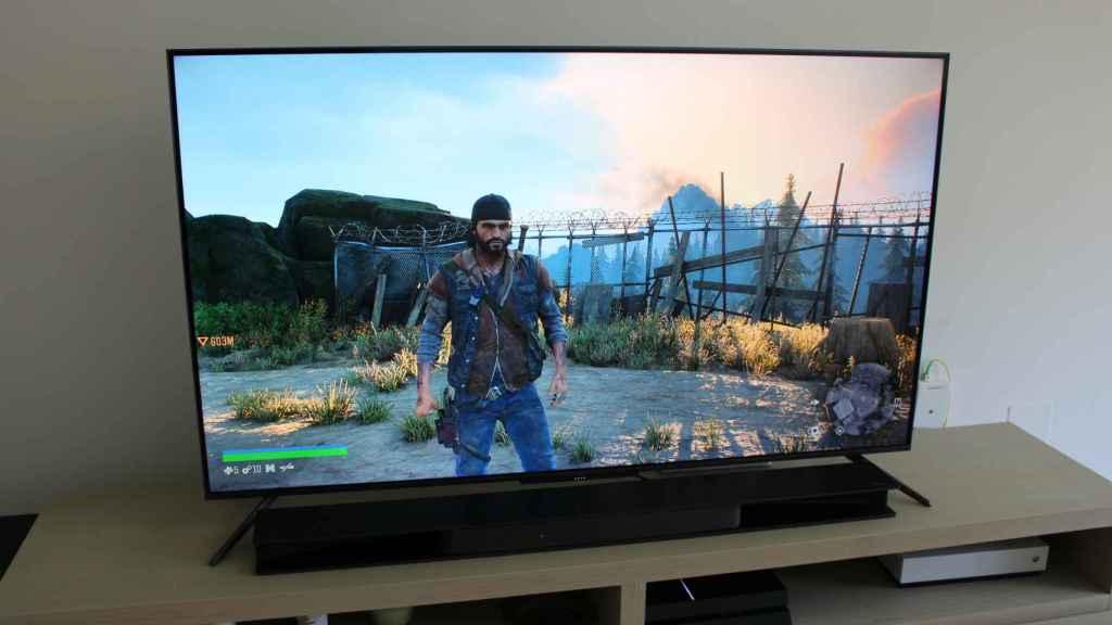 Un videojuego de PlayStation 4 en el televisor TCL C71.