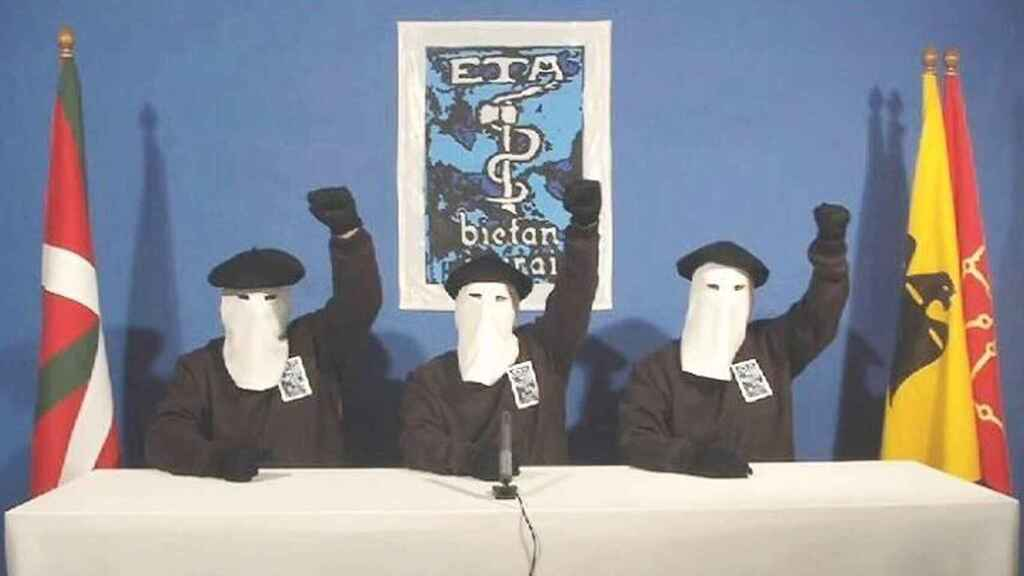 Tres terroristas de ETA, durante uno de sus comunicados.