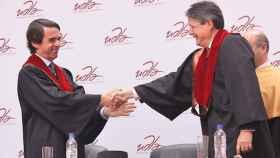 José María Aznar y Guillermo Lasso, recibiendo el doctorado Honoris Causa de la UDLA en 2011.