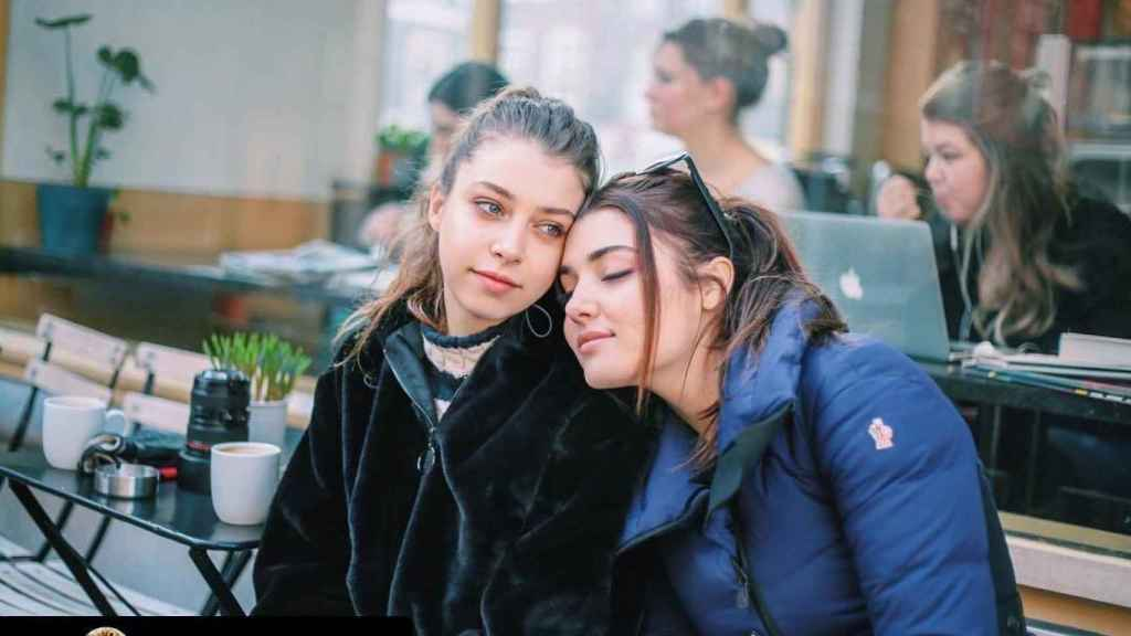 Hande (right) and his sister Gamze.