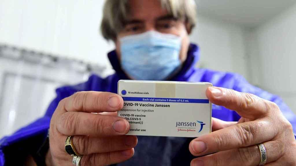 Vacuna de Janssen. EFE/EPA/Szilard Koszticsak