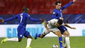 Kanté, intentando recuperar un balón en el Chelsea - Oporto