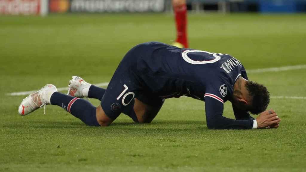 Neymar Júnior se lamenta de una ocasión fallada ante el Bayern