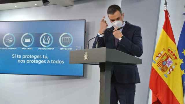 Pedro Sánchez, presidente del Gobierno, en la sala de prensa de Moncloa.