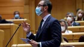 Javier Maroto, portavoz del PP en el Senado, preguntando a Pedro Sánchez en la sesión de control.