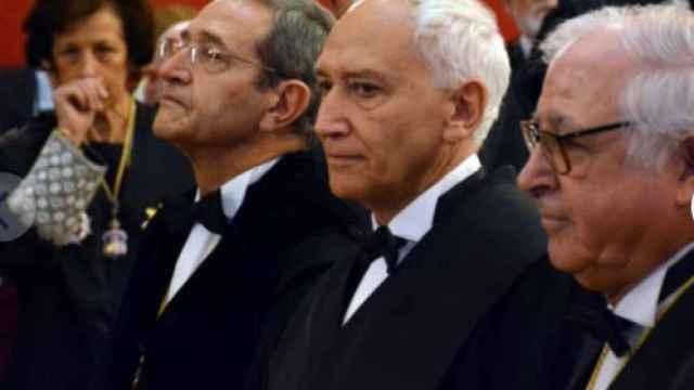 Fernando Marin, en el centro, junto a su hermano Francisco y el expresidente de la Sala Quinta, Ángel Calderón./