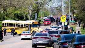 La policía se despliega cerca del instituto East Magnet de Knoxville (Tennessee).
