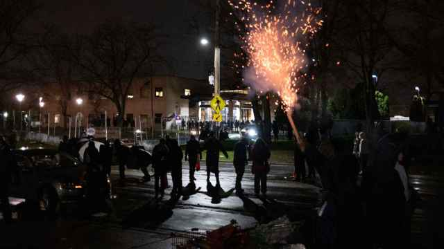 Protestas ante la comisaría de Policía de Brooklyn Center, el suburbio de Mineápolis donde murió Duante Wright.