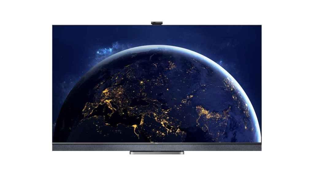 Nuevo televisor TCL C82 con cámara incorporada.