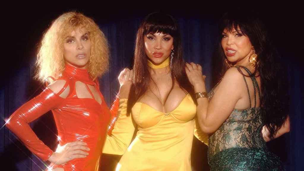 Jedet, Daniela Santiago e Isabel Torres caracterizadas como la Veneno para la serie 'Veneno'.