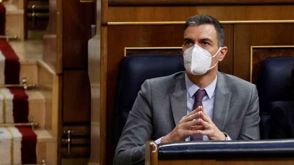 Sánchez, en su escaño durante el debate.