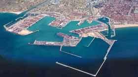 En primer plano, el dique de abrigo construido para la ampliación norte del Puerto de Valencia. EE