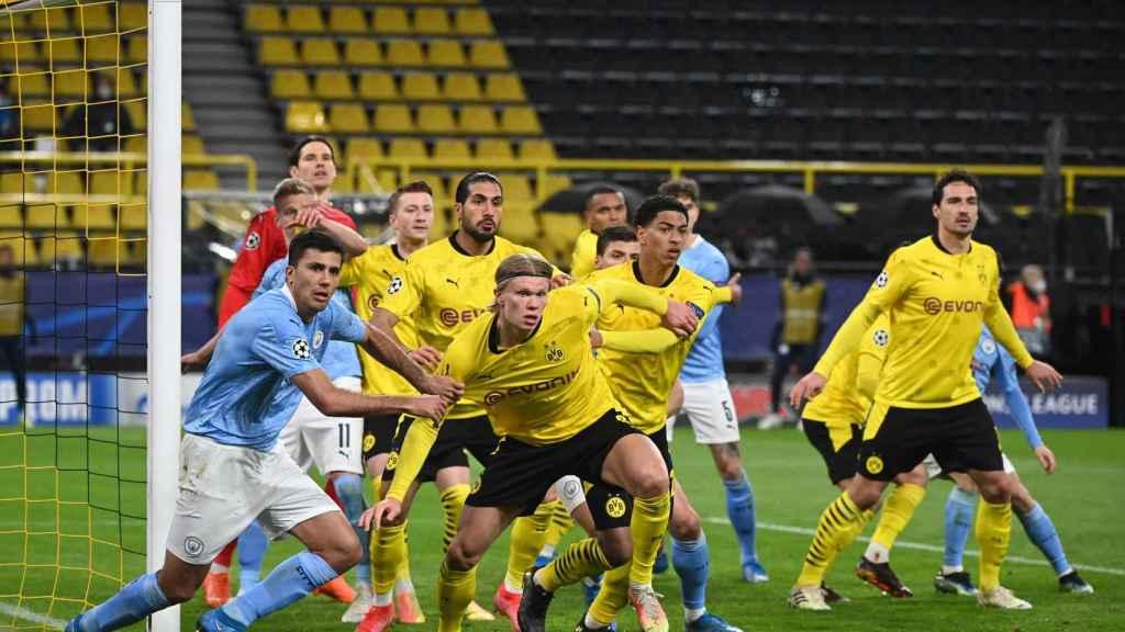 Haaland pelea un córner en el Dortmund - City