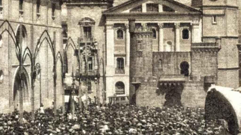 Instantánea de la proclamación de la II República en Alcoy.